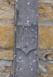 Croix rue Carnot -Ferroux - Détail -1609 - réduite