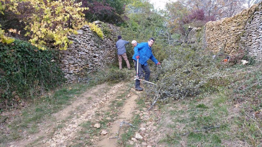 Le débroussaillage du chemin du Bois de Pins en octobre 2016