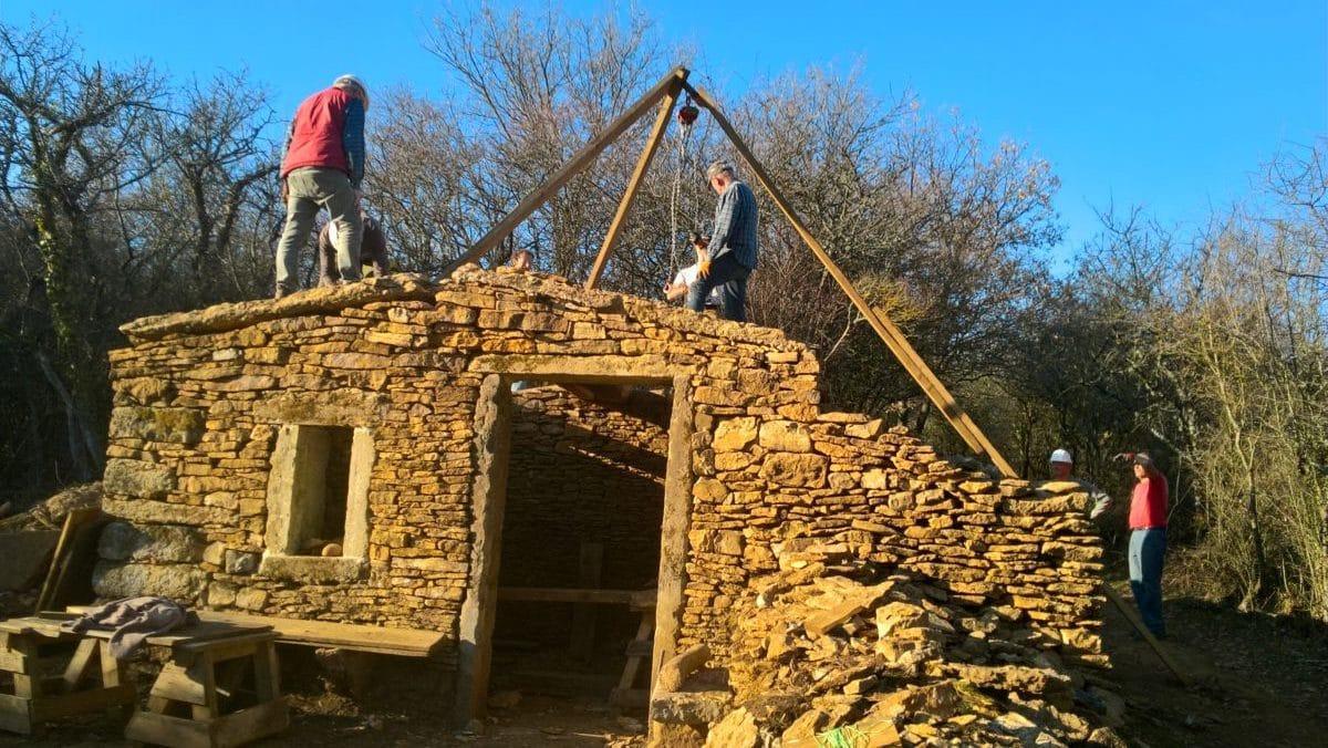 Caborne en cours de rénovation sur le chemin du Bois de Pin à Saint Didier au Mont d'Or
